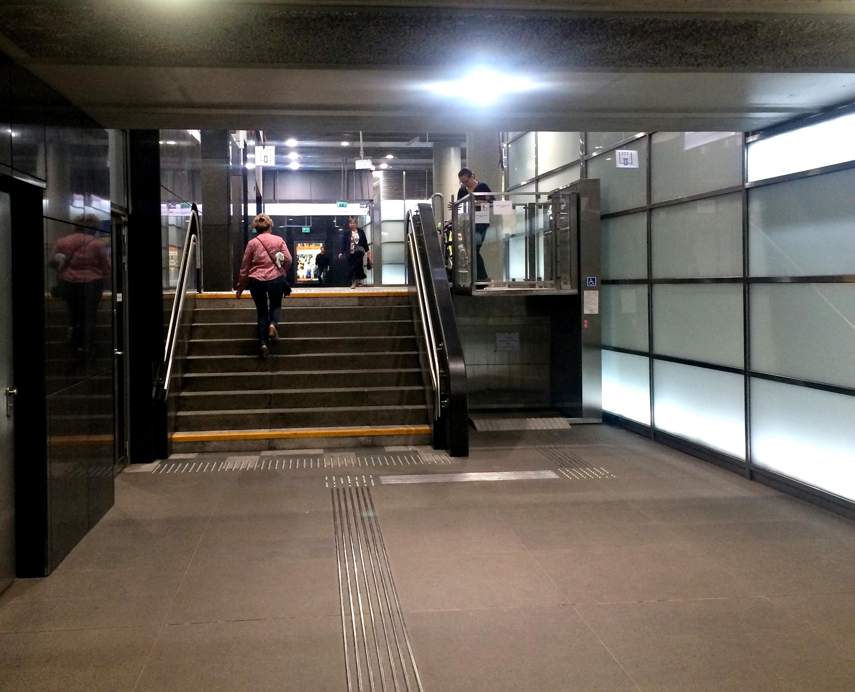 winda na stacji metra